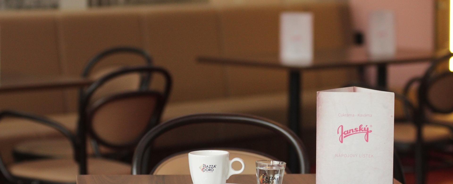Příjemné posezení v nekuřácké kavárně